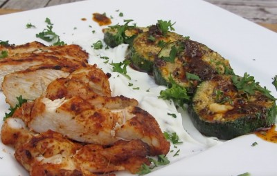 Zucchini Peccorino an gegrillter Hähnchenbrust